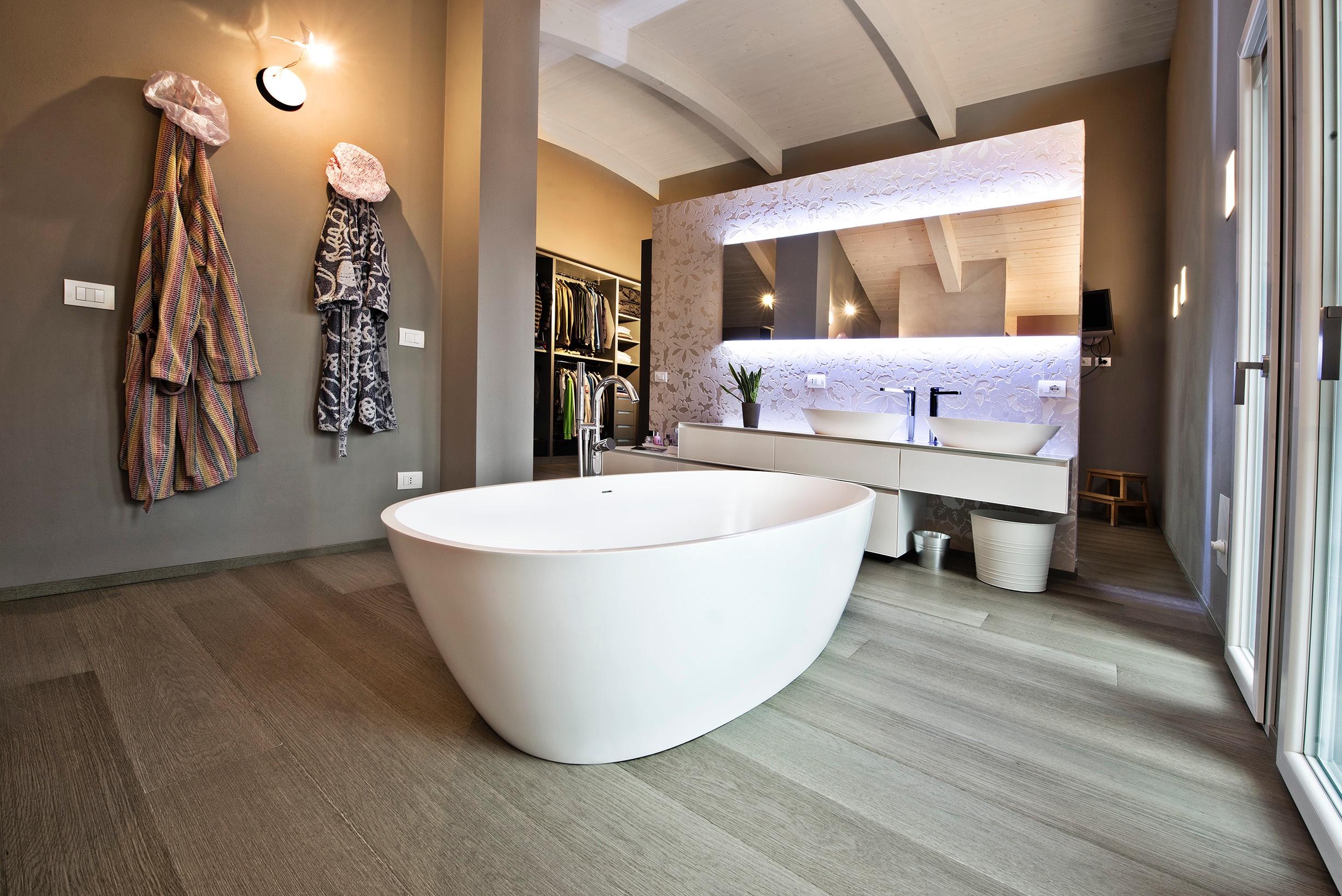 Possibile posare un pavimento in legno in bagno paral - Parquet in bagno e cucina ...