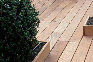 Pavimenti in legno da esterno: perché scegliere il sistema a griglie?