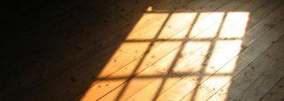 Come incide la luce su di un pavimento in legno?